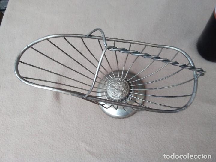 Antigüedades: Rústico soporte para adornar mesa de comidas o exposición de vinos (silver plate Italia) en la base. - Foto 8 - 132621810