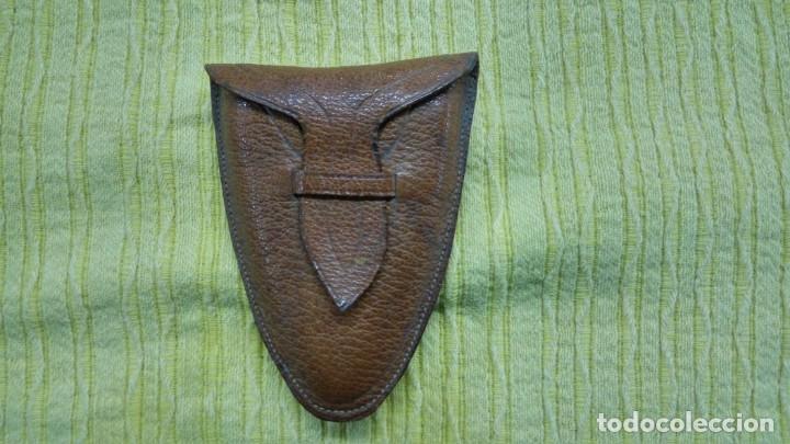 Antigüedades: Vaso de cuero muy antiguo , cosido a mano, con funda. - Foto 4 - 132624178