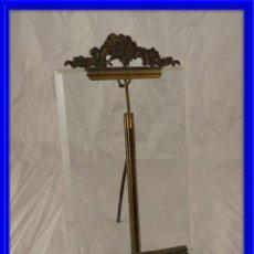 Antigüedades: MARCO DE FOTOS DE CRISTAL BISELADO CON BONITO COPETE. Lote 132651470