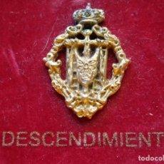 Antigüedades: INSIGNIA HERÁLDICA RELIGIOSA DE LA SEMANA SANTA DE MÁLAGA. HERMANDAD COFRADÍA. DESCENDIMIENTO. Lote 132692822