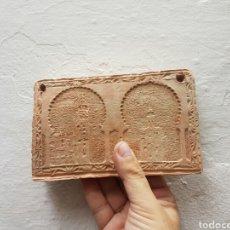 Antigüedades: BONITO AZULEJO SEVILLANO REALIZADO EN BARRO. Lote 132718034
