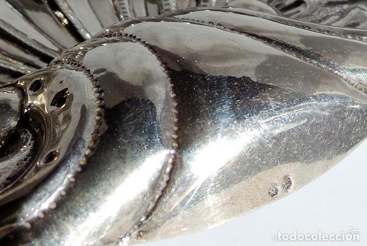 Antigüedades: PRECIOSO PLATITO EN FORMA DE CONCHA DE PLATA DE LEY CONTRASTADA 162 GR. 23,5 X 22 CM - Foto 5 - 132722202