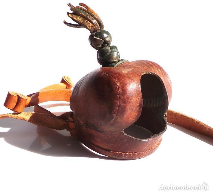 Antigüedades: CAPERUZA DE HALCÓN PEREGRINO EN PERFECTO ESTADO, CETRERÍA, CAZA - Foto 10 - 132726286