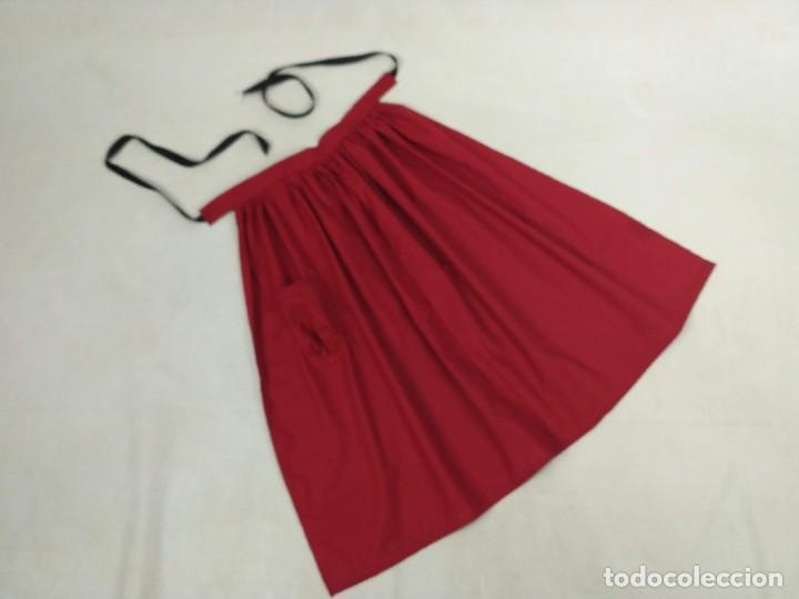 Antigüedades: Delantal de algodón, rojo. - Foto 2 - 132735742