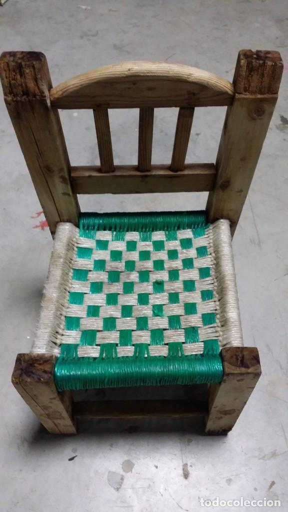 PEQUEÑA SILLA DE MADERA (Antigüedades - Muebles Antiguos - Sillas Antiguas)