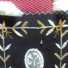 Antigüedades: PRECIOSO ESCAPULARIO VIRGEN DEL CARMEN. S.XX BORDADO A MANO.IMAGEN SEDA SERIGRAFIADA.11X14 CMS. Lote 132813398