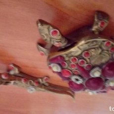 Antigüedades: VINTAGE TORTUGA Y LAGARTO EN BRONCE ANTIGUO. Lote 132822126