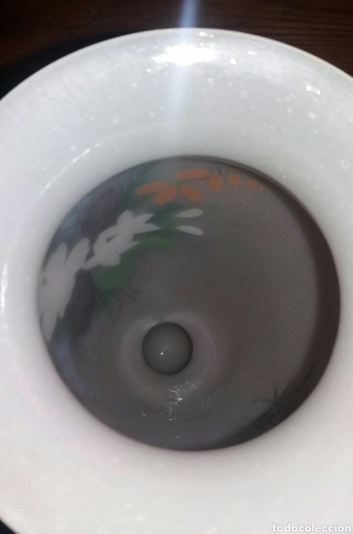 Antigüedades: Precioso Jarrón de opalina pintado a mano floral - Foto 5 - 132830805