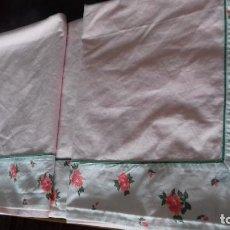 Antigüedades: ANTIGUA SABANA ROSA CON EMBOZO DE TELA SOBREPUESTA DE FLORES.. Lote 132832830