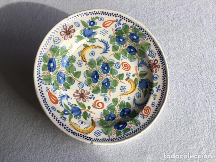 PLATO DE CERÁMICA ESPAÑOLA. SIGLO XIX (Antigüedades - Porcelanas y Cerámicas - Otras)