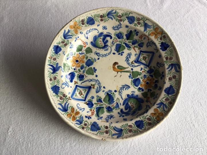 PLATO LEVANTINO DE CERÁMICA ESPAÑOLA. SIGLO XIX. FIRMADO. (Antigüedades - Porcelanas y Cerámicas - Otras)