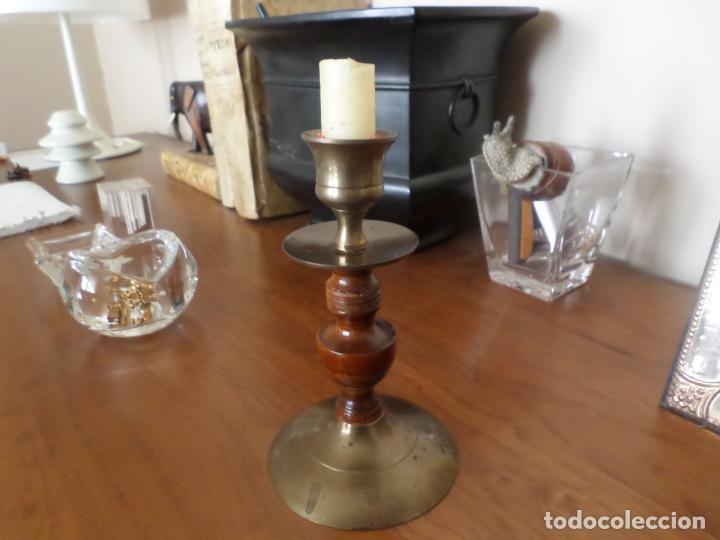 CANDELERO BRONCE Y MADERA (Antigüedades - Iluminación - Candelabros Antiguos)