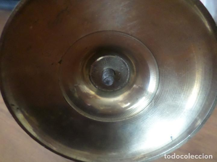 Antigüedades: CANDELERO BRONCE Y MADERA - Foto 5 - 132866466