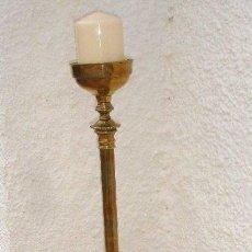 Antigüedades: ANTIGUO Y GRANDE CANDELERO DE BRONCE Y LATON - 100 CM -168 CM DE ALTURA EXTENSIBLE,PESO 10 KILOS.. Lote 132882298