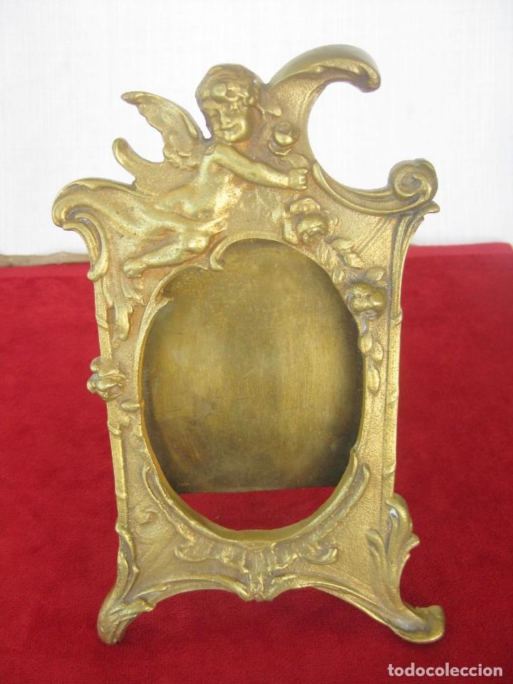 Antigüedades: SACRAS DE BRONCE MACIZO CON QUERUBINES EN RELIEVE PESAN 1,4KILOS MIDEN 23 CMS. - Foto 3 - 132886426