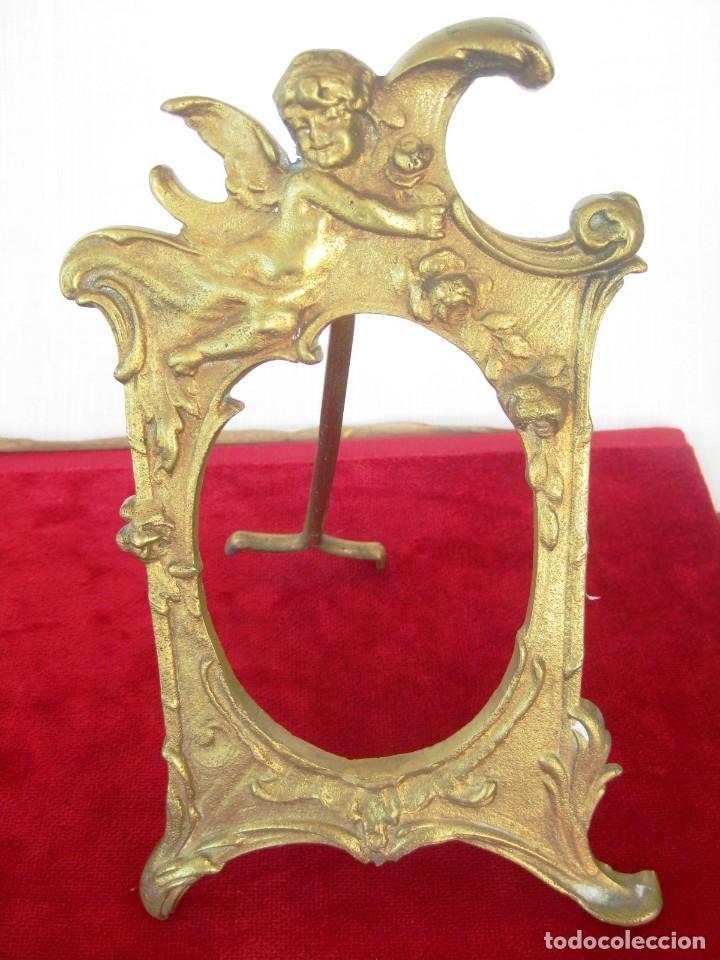 Antigüedades: SACRAS DE BRONCE MACIZO CON QUERUBINES EN RELIEVE PESAN 1,4KILOS MIDEN 23 CMS. - Foto 4 - 132886426