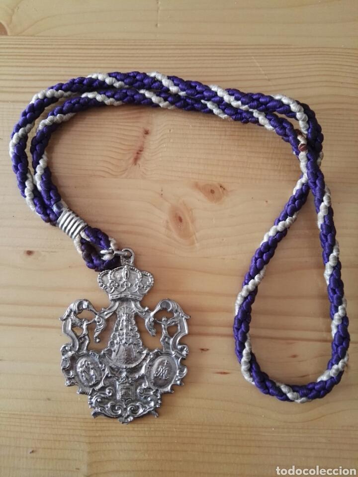 MEDALLA HERMANDAD VIRGEN DEL ROCÍO DE MÁLAGA 1979 (Antigüedades - Religiosas - Medallas Antiguas)