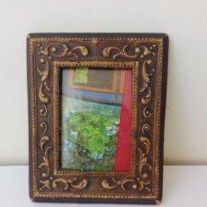 Antigüedades: ANTIGUO MARCO DE FOTOS EN PIEL Y CRISTAL. Lote 132891710