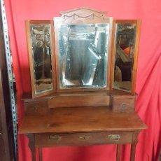 Antigüedades: TOCADOR MODERNISTA EN MADERA DE ROBLE. EN BUEN ESTADO.. Lote 132894754