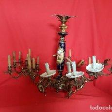 Antigüedades: IMPRESIONANTE LÁMPARA DE TECHO DE BRONCE CON PORCELANA AZUL OSCURO.. Lote 132897998
