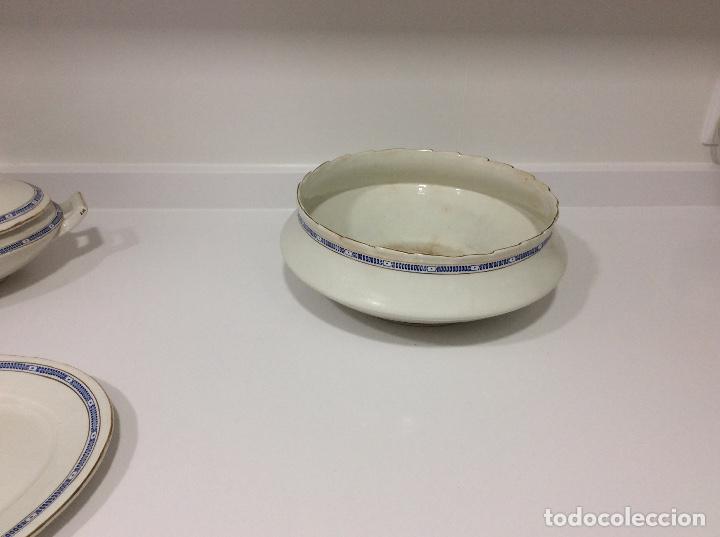 Antigüedades: Vajilla de porcelana opaca San Juan de Aznalfarache 36 piezas greca griega y filo de oro Circa 1900 - Foto 10 - 132900330