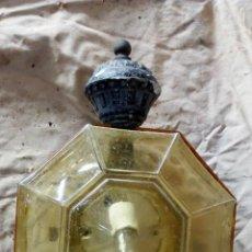 Antigüedades: CURIOSO Y ANTIGUO APLIQUE CON FORMA OCTOGONAL Y CRISTAL AMBAR. Lote 132934510