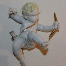 Antigüedades: ÁNGEL CUPIDO EN PORCELANA ESMALTADA - FIRMADO MARTINU - MEDIADOS SIGLO XX. Lote 132951094