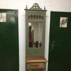 Antigüedades: PREIOSO MUEBLE-PERCHERO, RESTAURADO, PINTADO CON VERDE OLIVA ANNIE SLOAN. ÚNICO.. Lote 132824626