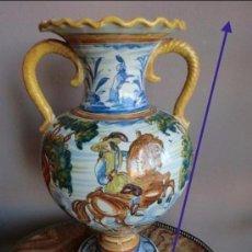 Antigüedades: TALAVERA PRECIOSO JARRÓN ANTIGUO REALIZADO EN CERÁMICA ,DECORADO CON ESCENAS DE CAZA. . Lote 132970054