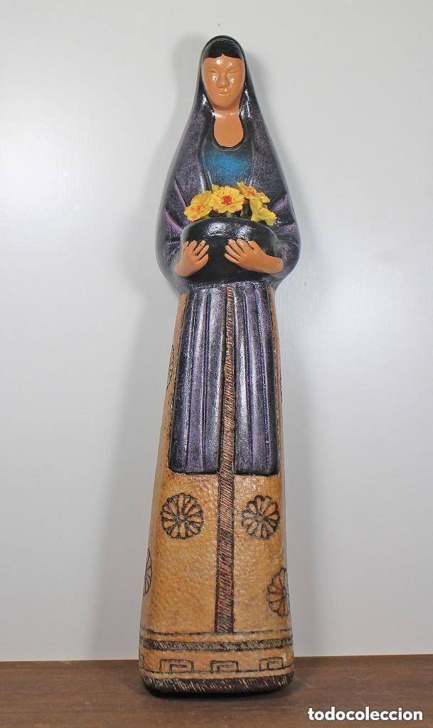 FIGURA DE CERÁMICA - MUJER CON FLORES (Antigüedades - Hogar y Decoración - Figuras Antiguas)