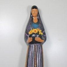 Antigüedades: FIGURA DE CERÁMICA - MUJER CON FLORES. Lote 133008338