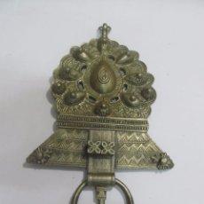 Antigüedades: ADORNO COLGANTE DE PARED HECHO DE BRONCE. Lote 133031318