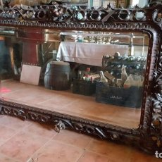 Antigüedades: MAGNÍFICO ESPEJO DE FINALES DEL SIGLO XIX EN MADERA TALLADA. LUNA BISELADA.. Lote 133034382