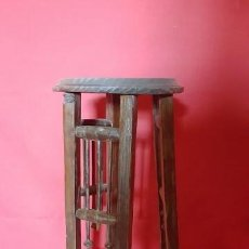 Antigüedades - Macetero modernista en madera. - 133040362