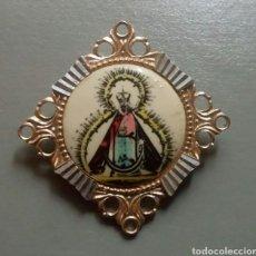Antigüedades: BONITO BROCHE ALFILER NUESTRA SEÑORA DE LA CABEZA ESMALTADO PINTADO / 42 X 42 CM. Lote 133061118
