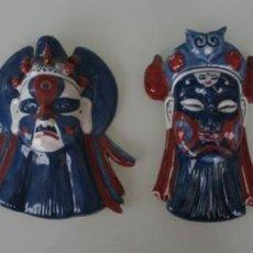 Antigüedades: MAGNIFICA COLECCIÓN REPLICAS ANTIGUAS MASCARAS PORCELANA COMPRADAS EN CHINA PREPARADAS PARA COLGAR. Lote 133073702