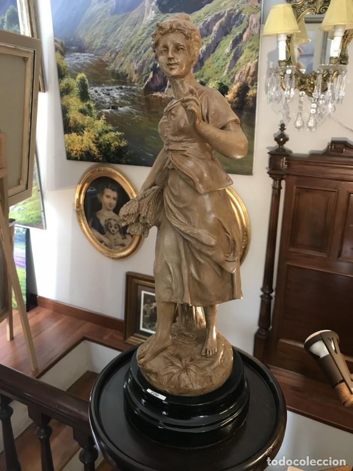 PRECIOSA FIGURA (Antigüedades - Hogar y Decoración - Figuras Antiguas)