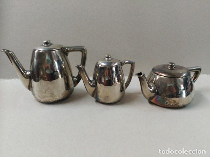JUEGO DE CAFE / TE METAL PLATEADO 3 PIEZAS (Antigüedades - Platería - Bañado en Plata Antiguo)