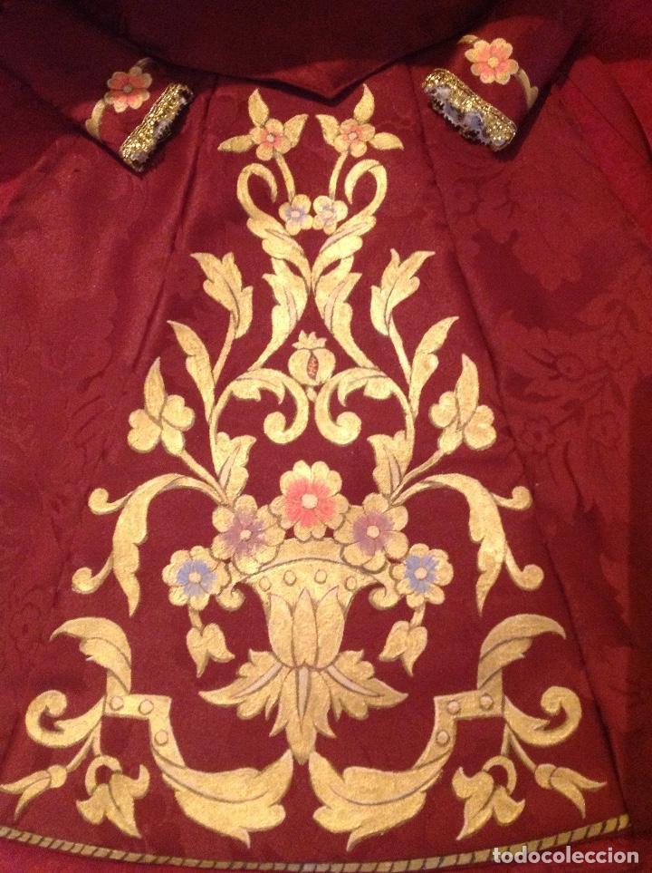 Antigüedades: Saya pintada sobre damasco rojo para virgen o talla - Foto 2 - 133150026