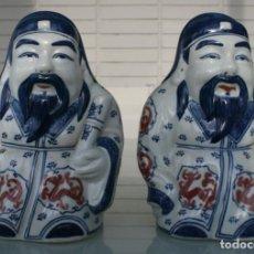 Antigüedades: PORCELANA CHINA REPLICAS FIGURAS DE ANTIGUAS PAREJAS BUDAS PINTADAS A MANO – SELLO – 18 CM ALTURA. Lote 133152406