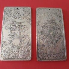Antigüedades: EXCLUSIVO Y ANTIGUO LINGOTE DE PLATA TIBETANA CON UN DRAGON. Lote 133132979
