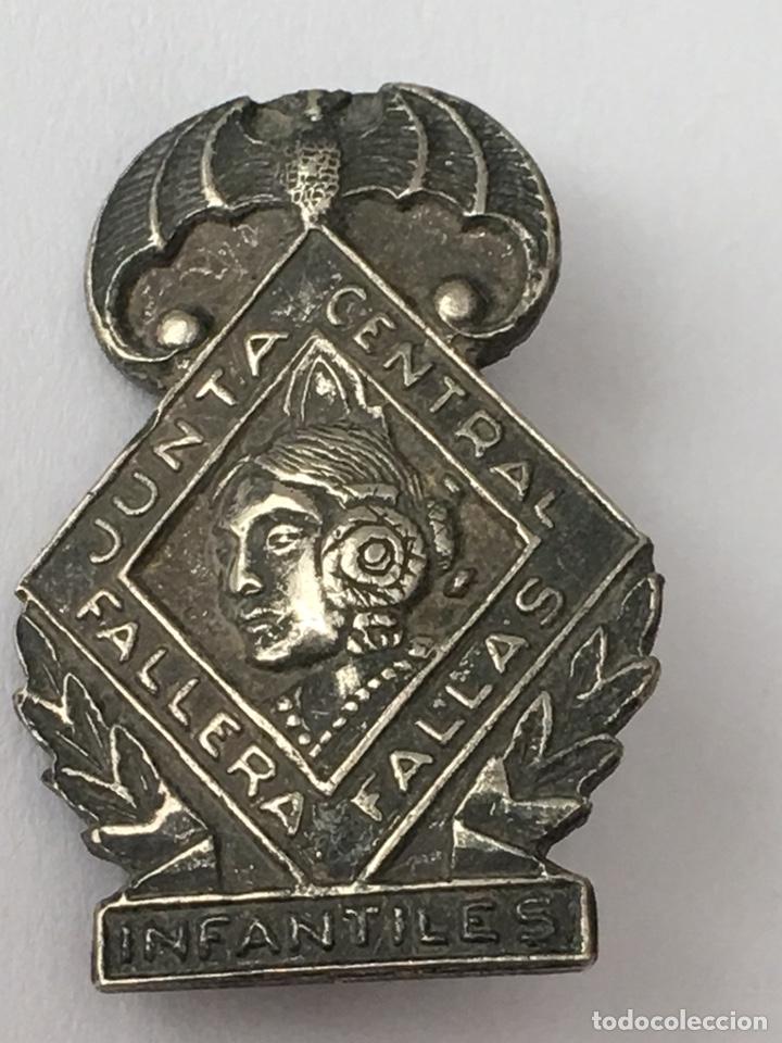PIN FALLERO PLATA DE LEY JUNTA CENTRAL INFANTILES 1,6X2,4 (Antigüedades - Platería - Plata de Ley Antigua)