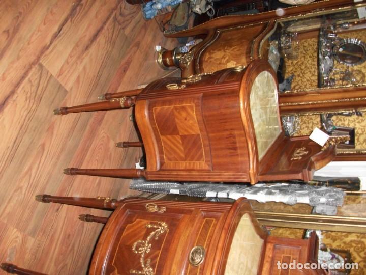 Antigüedades: Pareja de mesillas Luis XVI antiguas altas con copete cajón y puerta tapa de cristal bronces - Foto 4 - 133245110
