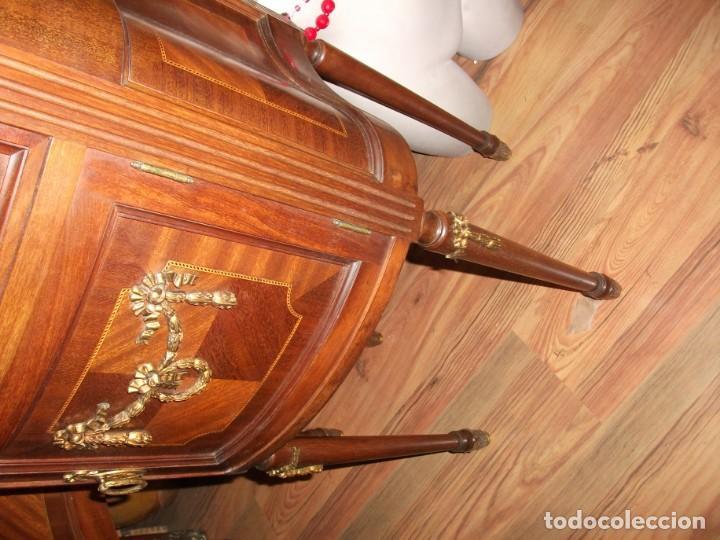 Antigüedades: Pareja de mesillas Luis XVI antiguas altas con copete cajón y puerta tapa de cristal bronces - Foto 8 - 133245110