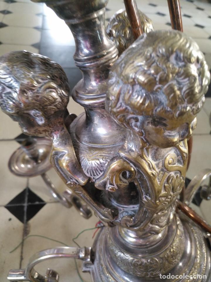 Antigüedades: muy grande lampara araña 8 brazos bronce macizo baño plata 3 esculturas angeles o niños jesus - lee - Foto 3 - 133251570