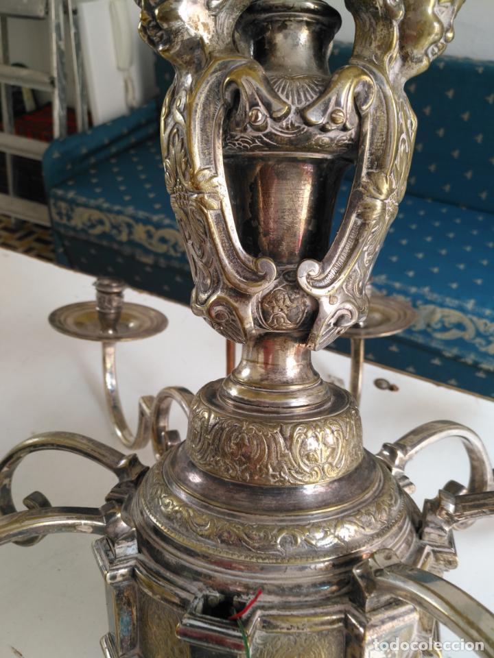 Antigüedades: muy grande lampara araña 8 brazos bronce macizo baño plata 3 esculturas angeles o niños jesus - lee - Foto 41 - 133251570