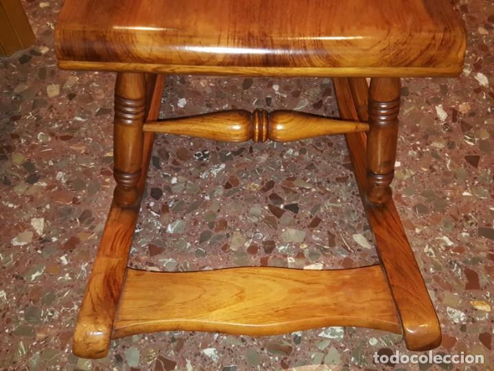 Antigüedades: Mecedora de madera con respaldo madera tallada y reposapies - Foto 3 - 133278274