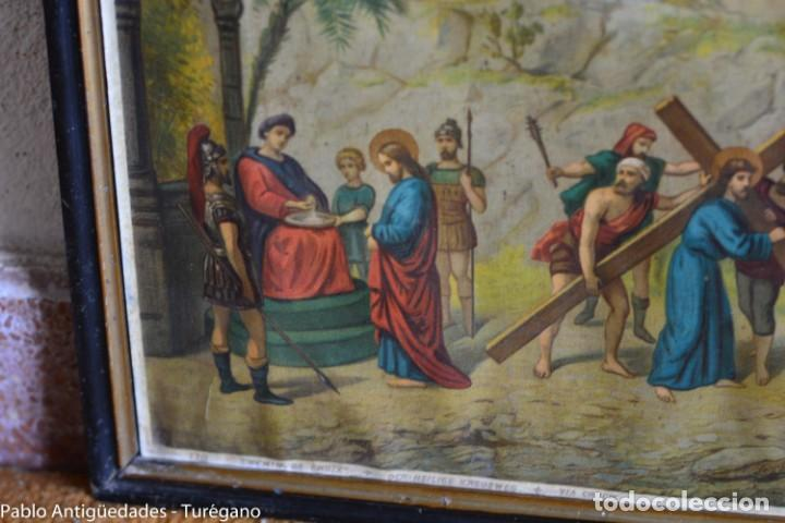 Antigüedades: Cuadro con lámina a color de Vía Crucis - Escena religiosa, Cristo con la Cruz, crucifixión - Foto 2 - 133309078