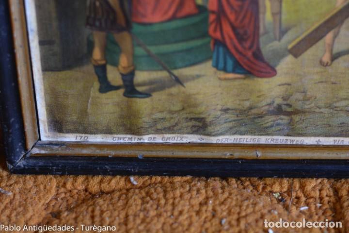 Antigüedades: Cuadro con lámina a color de Vía Crucis - Escena religiosa, Cristo con la Cruz, crucifixión - Foto 3 - 133309078
