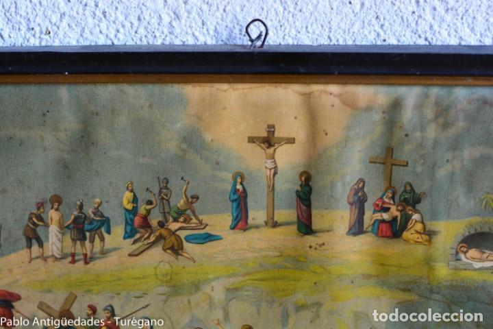 Antigüedades: Cuadro con lámina a color de Vía Crucis - Escena religiosa, Cristo con la Cruz, crucifixión - Foto 5 - 133309078